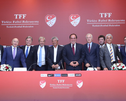 Lucescu unveiled as Turkey coach
